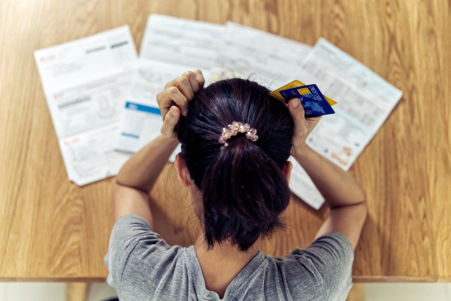 Canadians are still struggling to pay off debt